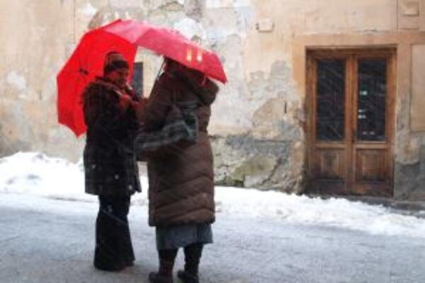 V Kremnici aj na Skalke prší. Veľkonočné vajce pre počasie zrušili.
