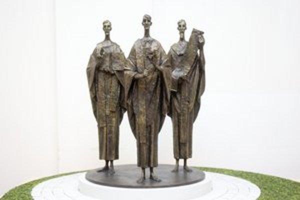 Víťazná socha Rotunda od Antona Gabríka z Modry.