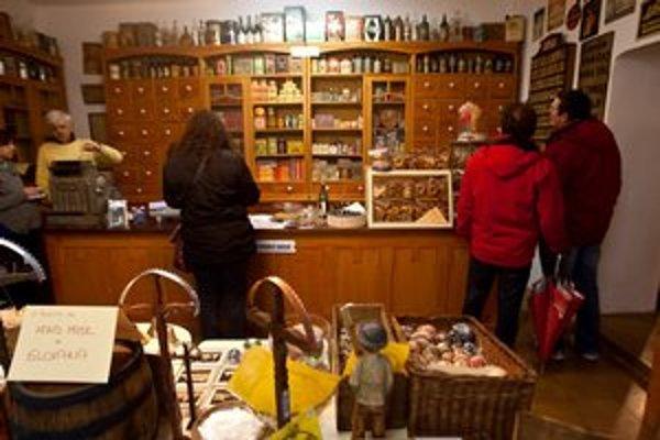 Obchod v múzeu na Bielej ulici v Bratislave funguje pár týždňov. Takzvaný prešporský koloniál má muzeálnu časť a aj predáva to najlepšie zo Slovenska.