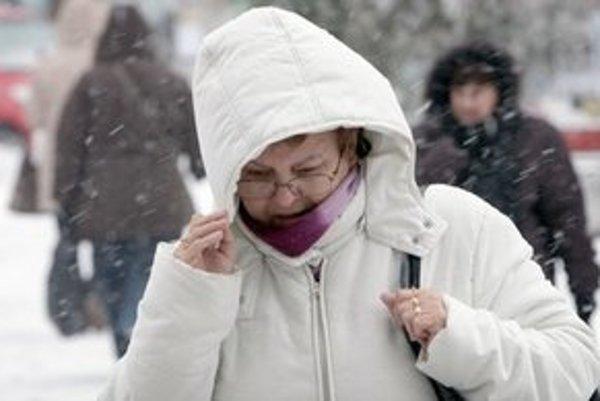 V stredu ráno spôsobilo sneženie v niektorých častiach Bratislavy opäť problémy.