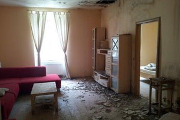 Philip sa o vytopení bytu dozvedel od realitnej kancelárie, ktorá ho ponúkala na prenájom. Záujemca sa už viac nenašiel.