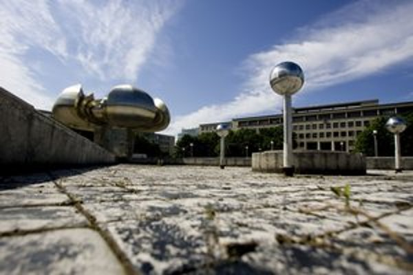 Námestie slobody s veľkou fontánou Družba.