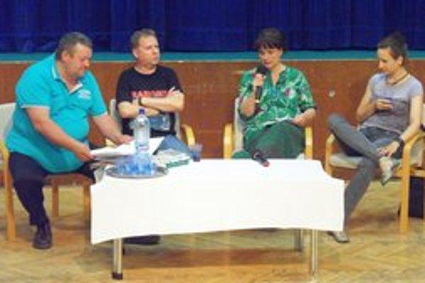 Zľava: Moderátor podujatia Ľubo Navrátil, Vladimír Balla, Veronika Šikulová a Zuska Kepplová