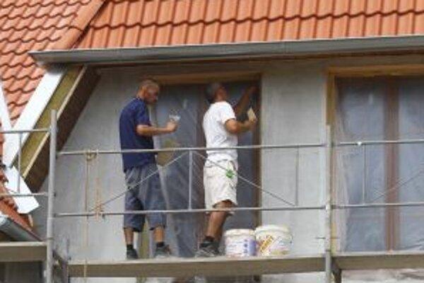 Výstavbu nájomných bytov stavebná spoločnosť odložila na jar.