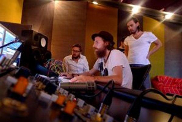 Para na koncerte predviedla nový album, ktorý nahrala.