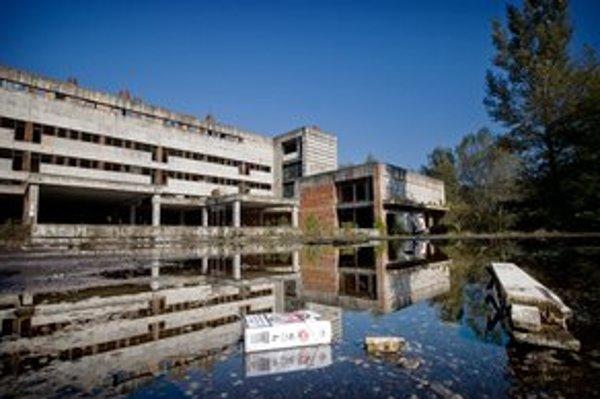 Namiesto novej nemocnice je ruina.