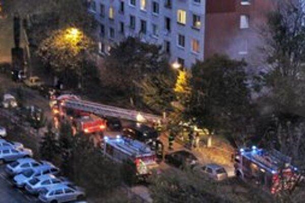 Pohľad na zásah hasičov.