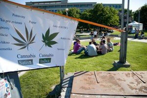 Na námestí Slobody sa mohli záujemcovia odpoludnia zúčastniť celosvetového podujatia Million Marihuana March, ktoré prebehlo v 300 mestách sveta.