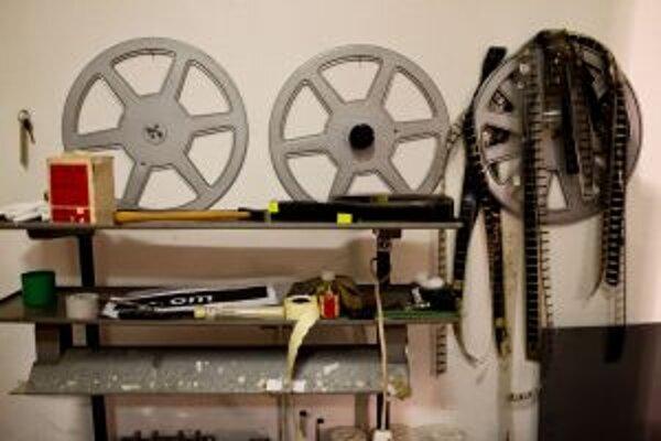 Už v týchto dňoch nemajú malé kiná bez digitálnej technológie takmer čo premietať.