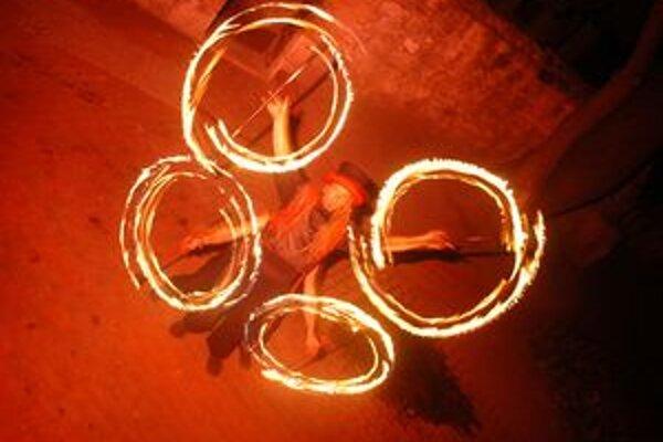 Tanec s ohňom.