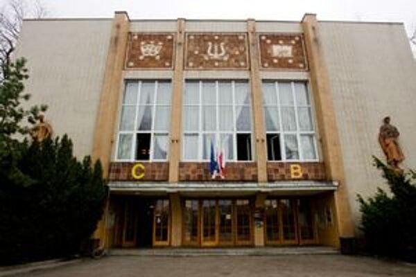 Bratislavčania sú za zachovanie kultúry a spoločenských podujatí na nábreží, výstavbu odmietli.