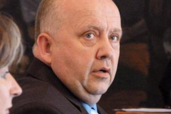 Norbert Boldiš protestuje proti nedemokratickým praktikám vedenia okresnej organizácie Smeru.