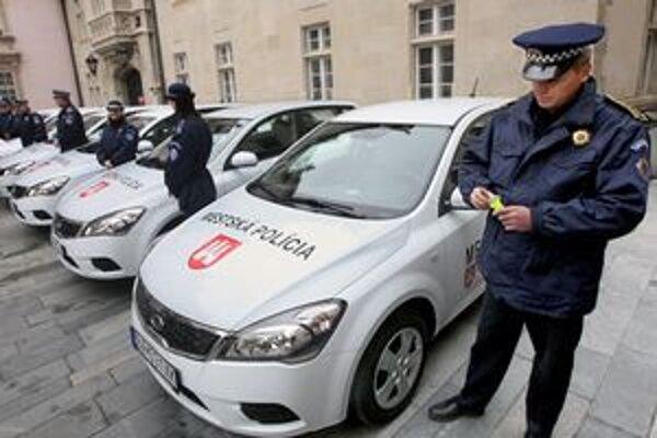 Mestská polícia dostala nové autá v roku 2009