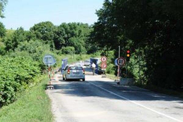 Ako dočasné riešenie môžu vodiči využívať náhradné premostenie s obmedzenou jednosmernou a semaformi riadenou prevádzkou