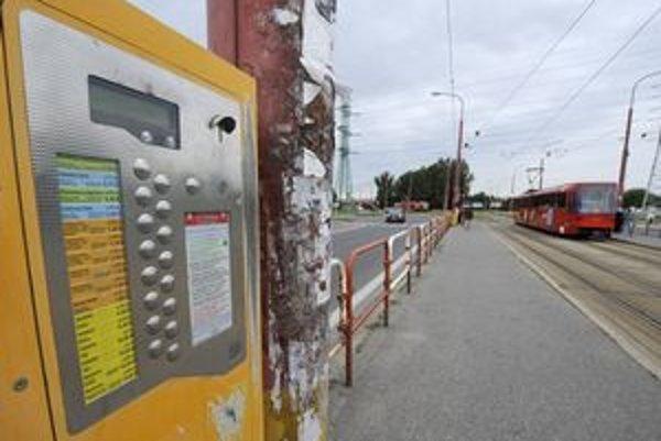 Automaty na lístky pracovníci dopravného podniku prestavili cez víkend.