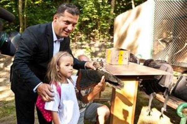 Minister životného prostredia József Nagy prišiel do rehabilitačnej stanice aj s deťmi zo zosuvmi pôdy postihnutej obce Nižná Myšľa, pre ktorých pripravili tábor.