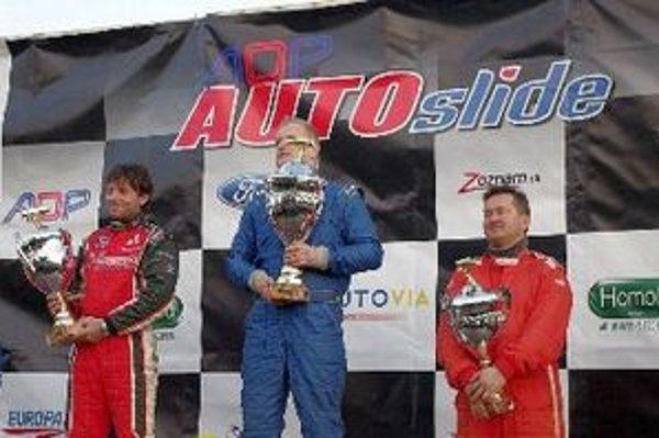 Víťazi v divízii 4x2, úspešný domáci jazdec Jozef Zimerman (v strede).