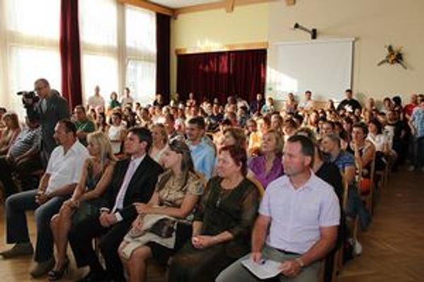 V novom školskom roku nastúpilo do prvých ročníkov strednej školy v Ivanke 150 žiakov.