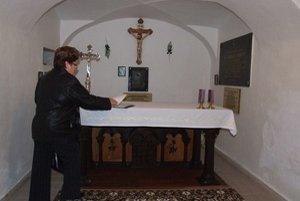 Krypta, v ktorej je pochovaný Štefan Moyses. Nachádza sa pod vežou Kostola Povýšenia sv. Kríža v Žiari nad Hronom.