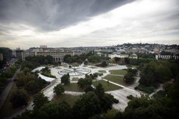 Na Námestie Slobody chceli presťahovať už aj sochu Štúrovcov.