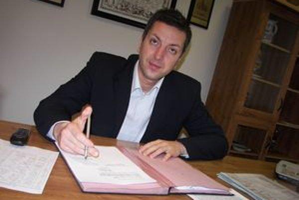 Novobanský primátor Ján Havran bude mesačne od minulého roka dostávať viac.