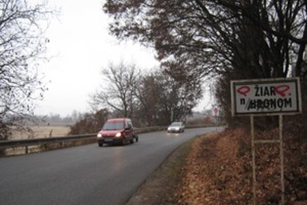 """Otvorenie úseku R1 spôsobilo vyššiu frekventovanosť áut na """"starej"""" ceste do Žiaru nad Hronom."""