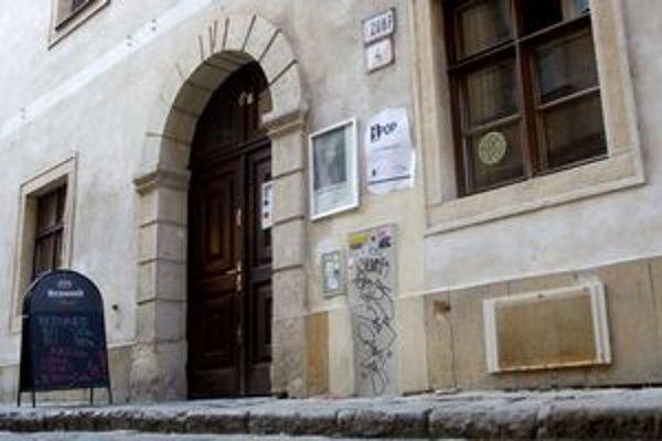 Kníhkupectvo sídlilo v Stredoeurópskom dome fotografie.