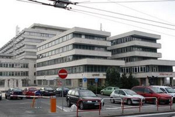 V nemocnici stále evidujú 109 podaných výpovedí. Decembrové operácie preto zrušili.
