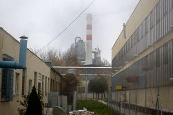 Dnes je továrenský areál Slovnaftu pre bežného človeka neprístupný.