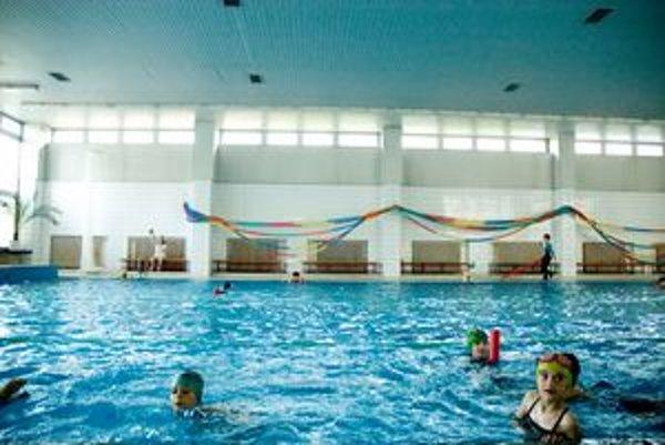 Bazén na Dlhých dieloch, býva prázdnejší, chýba mu propagácia.