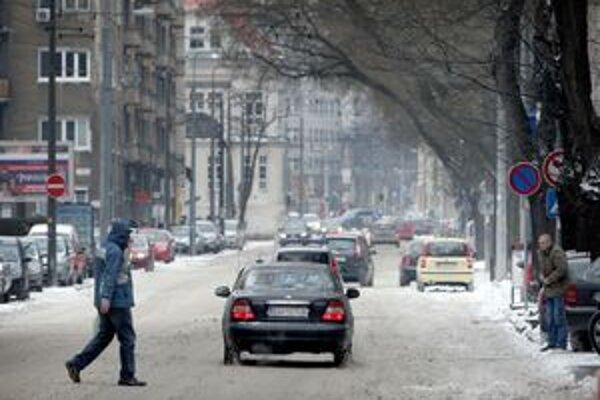 V Bratislave je registrovaných asi 290tisíc áut, denne do mesta dochádza 160tisíc ľudí.