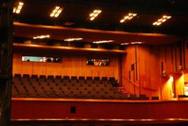 Mestské divadlo nemá stály divadelný súbor. Programy tu organizuje Bratislavské kultúrne a informačné stredisko.
