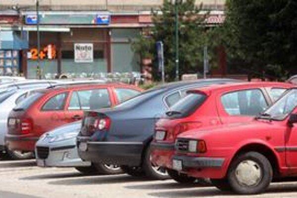 Strážené parkovisko s odťahovkou na Macharovej má slúžiť výlučne pre osobné autá.