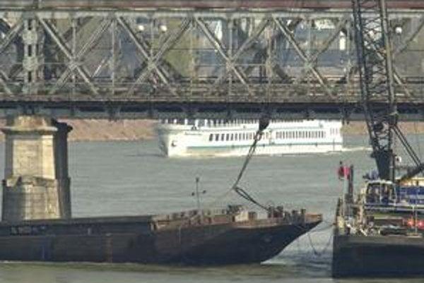 Havária remorkéra z roku 2002 je zatiaľ najväčšia, ktorá sa v Bratislave v súvislosti so Starým mostom stala.