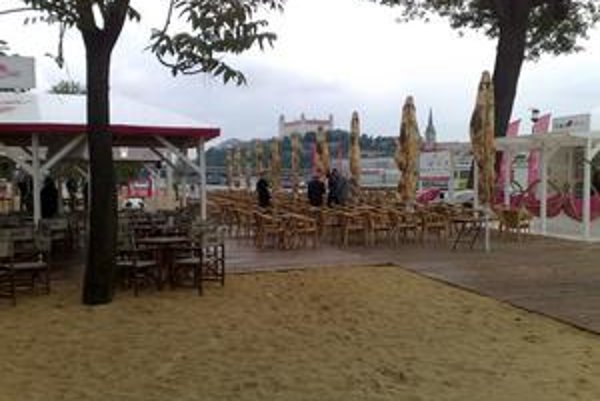 Pláž už čaká na návštevníkov, fungovať bude do septembra. Kým sa neoteplí, organizátori lákajú na šport.