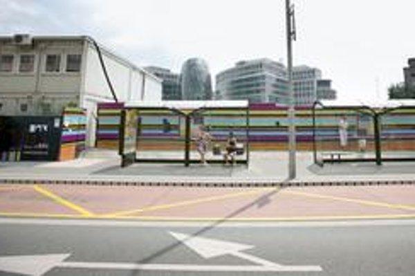 Unimobunky aj plot, ktorý pripomína stavenisko, ešte pri Eurovei zostanú. Dôvodom je práca na posledných nedorobkoch či vybavení kancelárií.