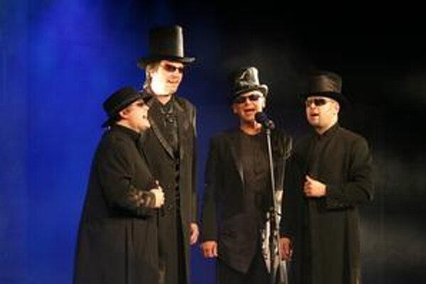 Jiří Korn so svojím štvortetom spievajú acappella.