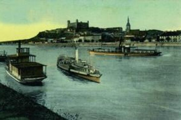 Lode na Dunaji, keď Hrad bol ešte ruinou.