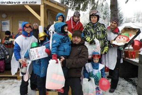 Karneval na lyžiach navštívili aj dvanásti mesiačikovia.