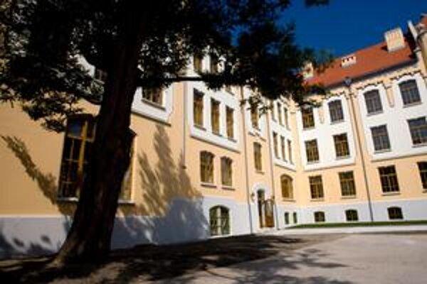 Budova má viac ako sto rokov, postavili ju v roku 1908.