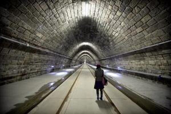 Vynovený tunel má nové koľaje, osvetlenie aj inžinierske siete.