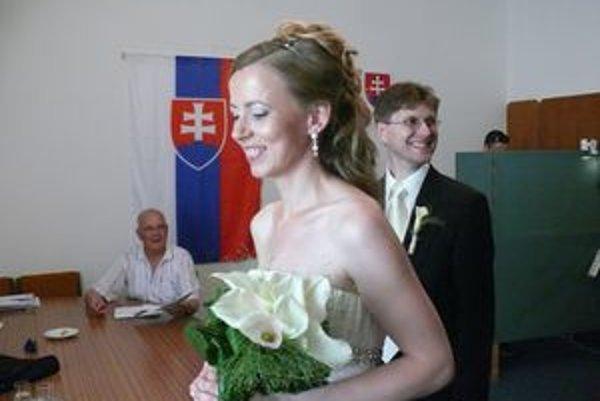 Na Mestskom úrade v Pezinku oddali počas volieb štyri páry.