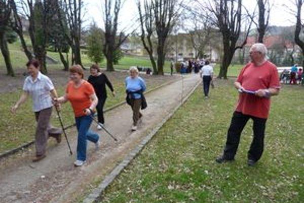 Testovali svoju kondíciu. Popoludnie pre zdravie zorganizovali aktívni seniori.