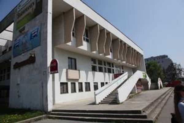Rodičia vraj vznik základnej školy v DK Trnávka podporujú. Občianske združenie vyzbieralo asi 400 podpisov.