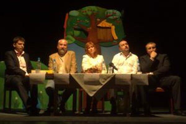 Zľava Martin Borguľa, Andrej Petrek, Táňa Rosová, Štefan Šebesta a Miroslav Šuňal.