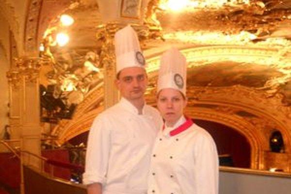 Matej a Michaela patrili k päťdesiatke kuchárov, ktorí varili na pražskom Plese v Opere.
