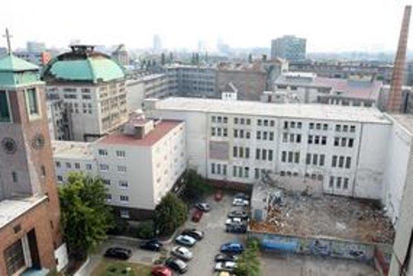 Bývalý pivovar je na Blumentálskej ulici.Do areálu viackrát vnikli zlodej, olúpali meď z kupoly. Polícia ich aj prichytila, ale majiteľ nepodal trestné oznámenie.