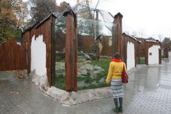 Zoo v Bratislave na zimu chúlostivé zvieratá sťahuje do zimovísk,ďalším zateplila klietky.