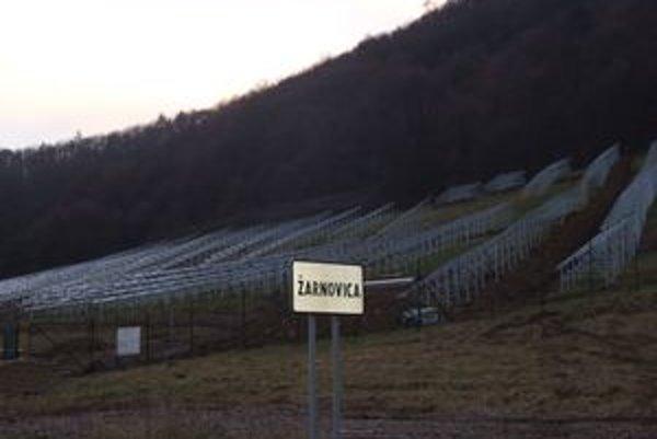 Fotovoltaickú elektráreň v Žarnovici by mali dokončiť v najbližších týždňoch.