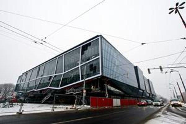 Štadión sa dočasne bude volať Orange Arena.